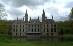 Ter Hooge (Omroep Zeeland) Tags: terhooge kasteel park middelburg dreigendelucht