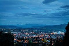 Oviedo al anochecer (ccc.39) Tags: asturias oviedo ciudad noche nocturna lejanía montes casas edificios luces cielo nubes anochecer sombras azul