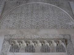 Décors de stuc,médersa Bou Inania (XIVe siècle), Talaa Kbira, médina de Fès el Bali, Fès, Maroc. (byb64) Tags: fès fez فاس ⴼⴰⵙ fas fèsmeknès maroc morocco marruecos المغرب ⵍⵎⵖⵔⵉⴱ royaumedumaroc marokko marocco médina medina vieilleville oldtown cascohistorico altstadt fèselbali unesco unescoworldheritagesite toits techos ville city citta ciudad town stadt talaakbira médersa madrassa xive 14th moyenage medioevo middleages edadmedia école université mérinides bouinania stuc calligraphie zellige tesselles cèdre marbre artislamique islam afriquedunord northafrica islamicart