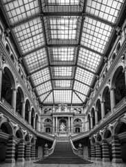 Justizpalast - Wien (antonkimpfbeck) Tags: architektur justizpalastwien neorenaissance monochrome bw blackandwhite fineart fuji xe2 xf1024