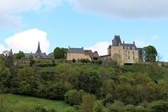 Sainte-Suzanne, un magnifique bourg médiéval de Mayenne. (2) (chug14) Tags: château forteresse village bourg bourgmédiéval saintesuzanne paysage mayenne