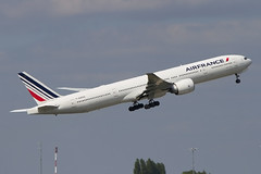 F-GZNG, Boeing 777-328ER, Air France (Freek Blokzijl) Tags: airfrance boeing pariscdg departure takeoff planespotting canon f2870200 boeing777