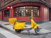 Café (Linera_68) Tags: olympus pen ep2 panasonic14mm xixón gijón street streetphoto urbana streetphotography vespa