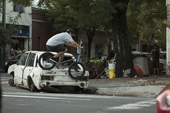 Leandro Curubeto - Smith Grind (KikoBlasco) Tags: bmx bike bicicleta smith abandoned car hood barrio auto pegs villa crespo buenos aires argentina