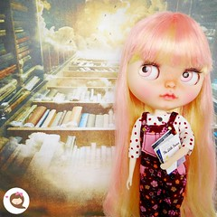 Mum says that I'm a dreamer because I read a lot of fantasy books and walk many miles with my head in the clouds. ☁️📚💛 📖  #ninadollface #blythe #blythedoll #instadoll #blythedolls #bigeyes #dollphotography #blythelover #blythe
