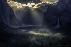 Yosemite Light Rays on Valley Fog (Jeffrey Sullivan) Tags: light rays fog yosemite park waterfalls yosemitevalley mariposa county california united states usa nature landscape travel photography workshop canon eos 6d photo copyright 2017jeff sullivan may national bridalveil fall elcapitan weather sunrise