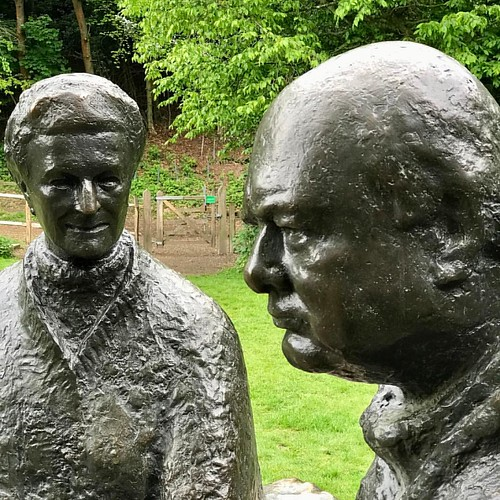 Statues of Clementine and Winston Churchill, in the grounds of Chartwell - his family home. #Chartwell #nationaltrust #winstonchurchill #clementinechurchill #statue #primeminister #worldwar2