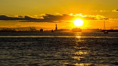 Magical Sunset in NYC II (gatetegris) Tags: ny nyc newyork usa estadosunidos hudsonriver manhattan lowermanhattan sunset sky ocean oceanoatlantico ocaso atlantic atlantico atlanticocean atardecer frombrooklyn brooklynbridgepark dumbo dusk postadesol puestadesol sea mar travel viajar viaje vacaciones statueofliberty estatuadelalibertad