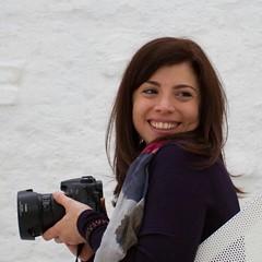 Non a photographer, just a photolover (Shanti Mari) Tags: italia italiy milan milano bottegaimmagine murobianco white wall interni sorriso simile photography canon passione passion photographer fotografo lady donna ragazza girl ritratto portrait