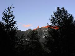 Tramonto sull'Aiguille de la Tsa (3.668 m) (giorgiorodano46) Tags: agosto2007 august 2007 giorgiorodano valdhérens hérens suisse switzerland svizzera schweiz vallese valais wallis romandie suisseromande arolla tramonto alpenglow coucherdusoleil sunset