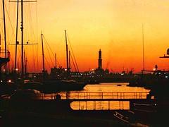 GENOVA - Il Porto (cannuccia) Tags: paesaggi landscape genova liguria tramonti controluce lanterna barche colori virgiliocompany