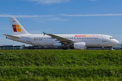 Iberia Express All White / EC-LKH / Airbus A320 / EHAM-AMS taxiway Q / © (RVA Aviation Photography (Robin Van Acker)) Tags: planes trafic airlines avgeek airliner outdoor airplane aircraft vehicle jetliner jet jumbo air photography aviation aviationphotography amsterdam schiphol airport