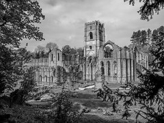 Abbey B&W (tubblesnap) Tags: fountains abbey national trust studley royal black white bw ruins