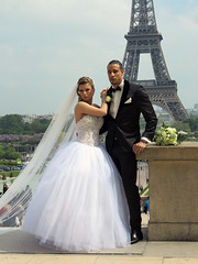 ... and these are the newlyweds seen from closer (pivapao's citylife flavors) Tags: paris france trocadero wedding architecture