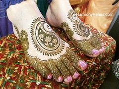 Matching feet designs make me happy.  * To care for your henna use oil on the henna stain. Not just any oil but edible oil olive, mustard, coconut, or vegetable oil.  - #henna #mehndi #hennabodyart #sacramentohennaartist #sacramentomehndi #sacramento #sac (harmony henna) Tags: instagramapp square squareformat iphoneography uploaded:by=instagram ludwig