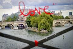 Paris, Pont des Arts (Calinore) Tags: france paris city ville graffitis tags love amour pont bridge ilesaintlouis transparence seine river fleuve island red rouge