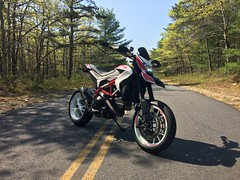 Great way to spend a little me time (silky07) Tags: supermoto hypermotardsp ducatihypermotardsp ducatihypermotard hypermotard ducati