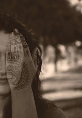 Now you see me (Susana Pascual ·) Tags: 365 double exposure retrato people hand henna
