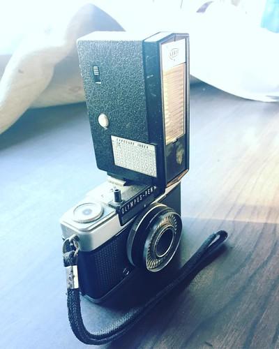 La cámara de la adolescencia de mis padres, una #olympus