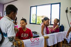 Elisângela Leite_1 (REDES DA MARÉ) Tags: américa brasil complexodamaré doglaslopes favela latina maré marésemfronteiras novamaré ong redesdamaré riodejaneiro aula criança desenho serigrafia