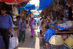 Devaraja Market Mysore (simon-r-) Tags: mysuru mysore india karnataka 2017 inde indien asia april market bazaar devarajamarket marché markt life street people photography documentary world colour colourful blue travel city الهند سوق sony alpha ilce 5000