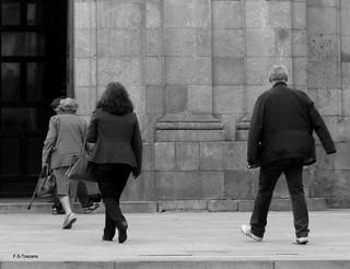 Esceas a porta da igrexa 2. In the door of church scenes 2.