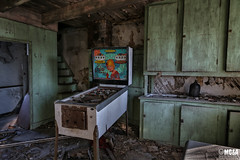 Gaming time (Abandoned Rurex World.) Tags: maison abandonnée abandon hdr 2017 urban quebec qc urbex rurex mga explored abandoned house lost place old vintage decay derelict ue exploration urbaine canon 1022mm 70d forgotten home memento mori flipper pretty baby