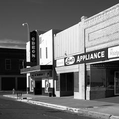 (el zopilote) Tags: tucumcari newmexico street architecture townscape signs theaters smalltowns red canon eos 1dsmarkiii canonef24105mmf4lisusm fullframe bw bn nb blancoynegro blackwhite noiretblanc digitalbw bndigital schwarzweiss monochrome