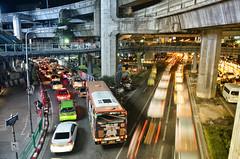 (Leandro Sabater) Tags: bangkok night longexposure city street