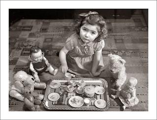 Fashion 0358-29 - English Tea Party - January 1951