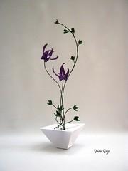 Tall and thin (Yara Yagi) Tags: origami paper papel flor flower ikebana