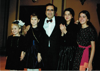Michel Sogny avec Khatia et Gvantsa Buniatishvili et les jeunes de SOS Talents