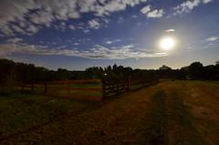 Noche (christian_kollinger) Tags: noche luna estrellas cielo tranquera camino sombras night sky moon stars