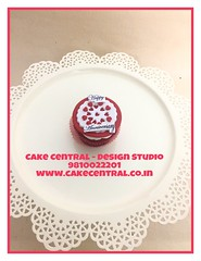 Love themed CupCake #valentine# #designerca#love #cakecentral designercake # designercakdesignercake #delhi #fondant #themed #cupcake #customised #personalised (Cake Central-Design Studio) Tags: firstbrthday designercake delhi fondant themed kidscake