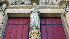 Amiens Cathedral, Amiens Cathedral, Virgin holding Christ Child close
