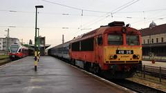 418-315 (Krzysztof D.) Tags: węgry magyarország hungary europa europe pociąg train zug kolej bahn railway győr raab diesel lokomotywa flirt stacja station bahnhof peron platform bahnsteig