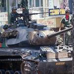 Mậu Thân 1968 - Xe tăng Nam VN trên đường Tổng Đốc Phương, phía trước rạp Đại Quang thumbnail