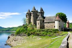 Le château de Val,    Bort les Orgues ( photopade (Nikonist)) Tags: châteaudeval val château nikond7100 nikon architecture affinityphoto afsdxvrzoomnikkor1685mmf3556ged paysage xiiiᵉsiècle cantal auvergnerhônealpes châteaufort lanobre castle bortlesorgues viellas auvergne france europe