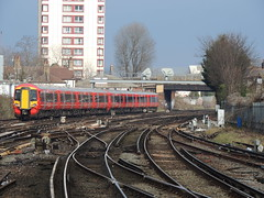 A pair of Gatwick Express Class 387s approach East Croydon, London (Steve Hobson) Tags: east croydon london gatwick express class 387 emu