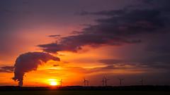 3fache ENERGIE  - Kohle, Sonne, Wind (photo79.de - Sebastian Petermann) Tags: energie braunkohle windkraft solarenergie börde zülpicherbörde rheinischesbraunkohlenrevier rheinischesrevier sonnenuntergang sundown sunset zülpich kraftwerkeschweiler kraftwerkweisweiler