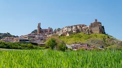 Primavera en Frías (Pablo Mazorra) Tags: frias burgos castillayleon castillo ciudad primavera ebro españa spain spring