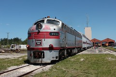 Good Looking Streamliner (TolgaEastCoast) Tags: bnsf burlington chicago quincy csx miami train florida west palm beach trirail passenger freight q453 gold coast ralroad museum railroad