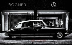 La Déesse (blende9komma6) Tags: france automobil goddess ladéesse hannover downtown germany nikon d7100 göttin oldtimer cars citroen bw sw auto bogner design mode vogue fahrzeug street