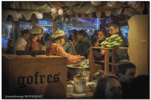 "Mercado Medieval de La Adrada 2017 • <a style=""font-size:0.8em;"" href=""http://www.flickr.com/photos/133275046@N07/34394457276/"" target=""_blank"">View on Flickr</a>"