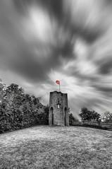 Tour du Castela 02 (Robinl81) Tags: castela castel chateau hdr nb noir noiretblanc black blanc white sky ciel brique brick