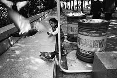 London, 2017 (dailucadai) Tags: streetphotography street streetphotographer streetart streettogs ourstreet 35mmstreet beststreets onthestreet onthestreets mafiastreetlove everybodystreet challengerstreets intercollective 35mm 35mmfilm london londoneye child kids children play happy happiness havefun bw bnw blackandwite lensculture people apfcollective photoftheday city cityescape analog magnum filmsnotdead filmphotography filmcamera