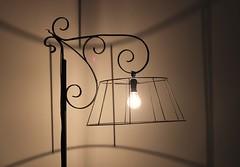 JOUR 131 : Light. (Anne-Christelle) Tags: projet365 365project light lumière ampoule ombre shadow bulb luminaire