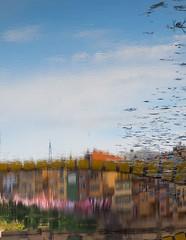 A l'inrevés (jocsdellum) Tags: girona tempsdeflors2017 aigua paraules inspiració water delrevés reverse reflejos reflexes riu rio river