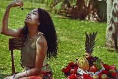Any Gabrielly (TheJennire) Tags: photography fotografia foto photo canon camera camara colours colores cores light luz young tumblr indie teen people portrait summer moana moany anygabrielly fashion editorial happy smile curlyhair green sp nature fruits comida food 50mm