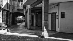 2326 Una calle de  Igualada, Barcelona (Ricard Gabarrús) Tags: blancoynegro calle calles rue street plaza olympus arquitectura monumentos ricardgabarrus ricgaba